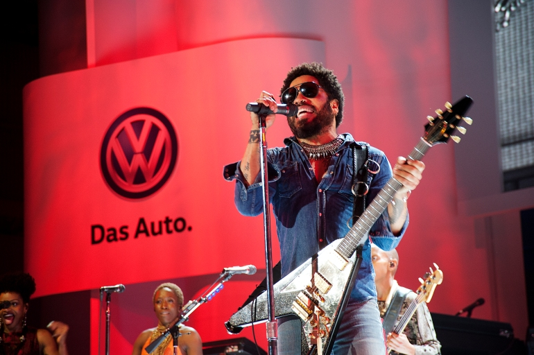 Lenny Kravitz performs some of his hit songs during a performance at the New 2016 Volkswagen Passat Launch11