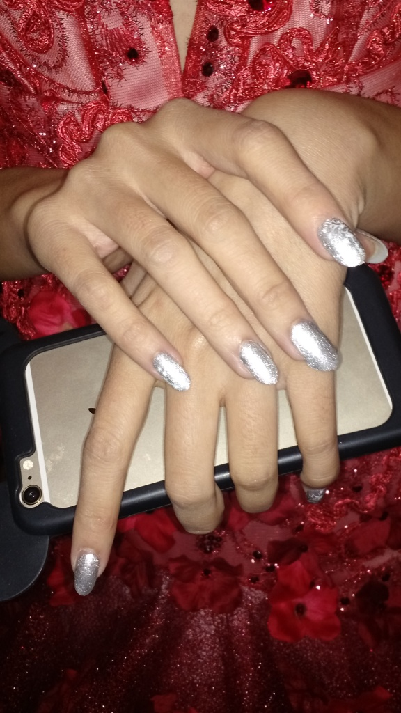 Solo gel manicure in sparkly silver